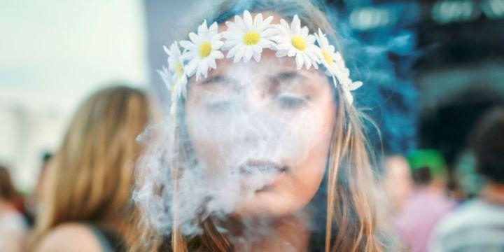 54dc27e1aa16a_-_sev-smoking-weed-de