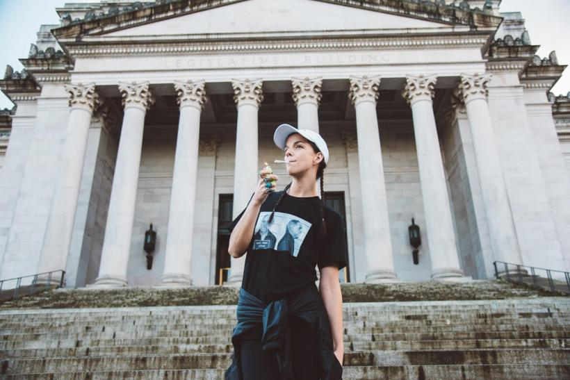 heyhellohigh-bess-byers-imcannabess-interview