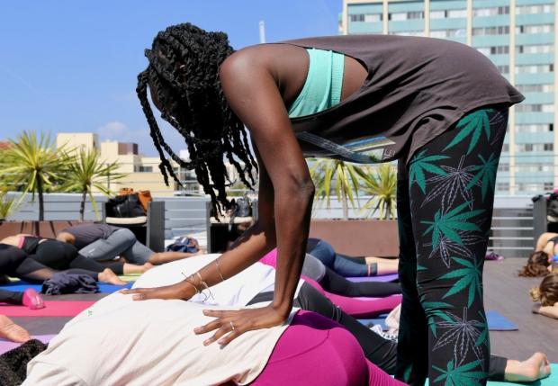 Weed Chat Yoga With Minelli HeyHelloHigh 4