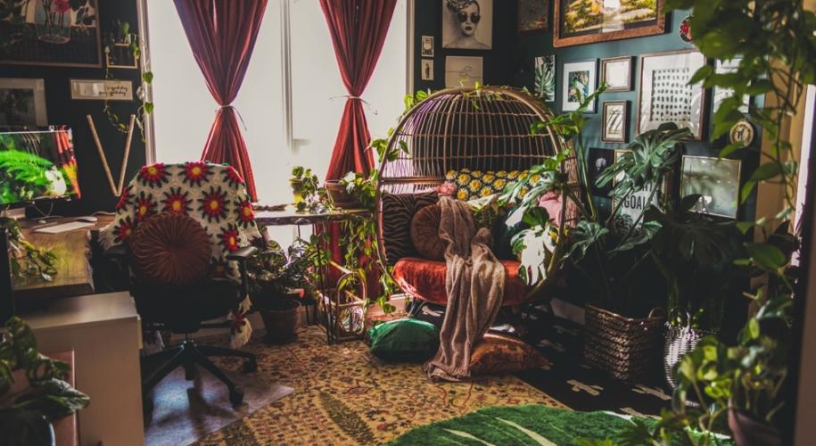 Bohemian style stoner girl bedroom via HeyHelloHigh